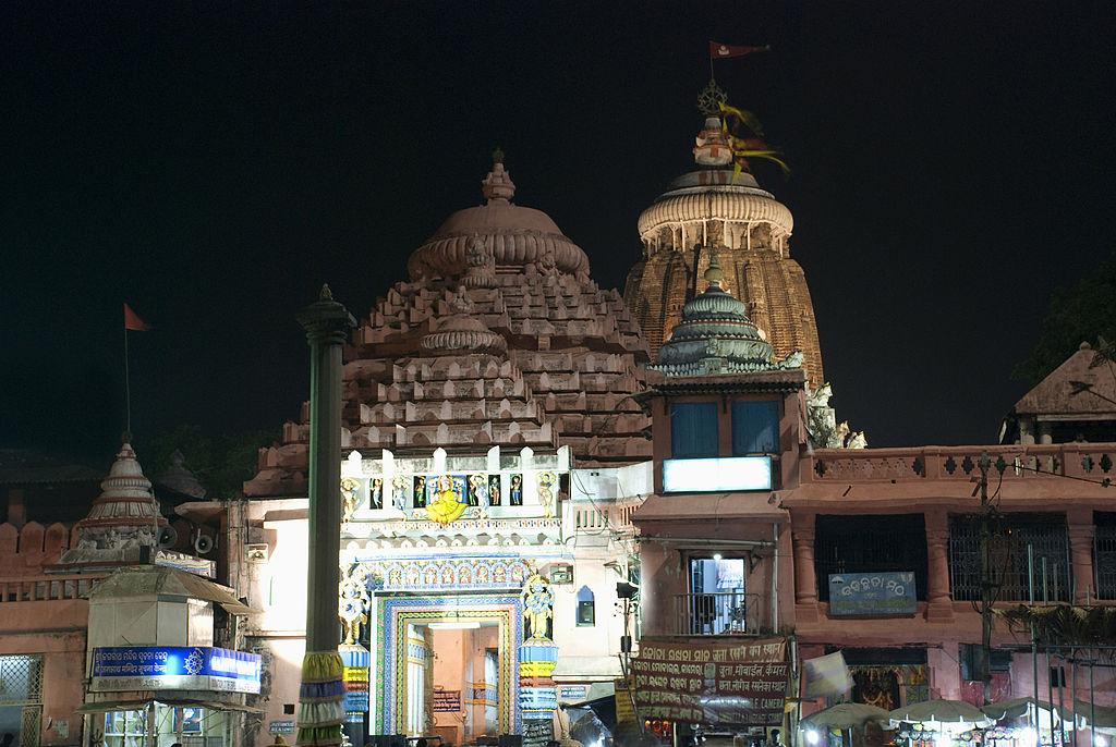 जगन्नाथ पुरी के मंदिर पर लगा झंडा- जगन्नाथ पुरी मंदिर पर लगा झंडा हमेशा हवा की विपरीत हवा में लहराता है।