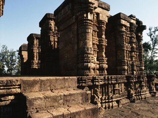 मंदिर अपनी विशालता, निर्माण, वास्तु और मूर्तिकला के समन्वय के लिए अद्वितीय है और उड़ीसा की वास्तु और मूर्तिकलाओं की चरम सीमा प्रदर्शित करता है. एक शब्द में यह भारतीय स्थापत्य की महत्तम विभूतियों में है.