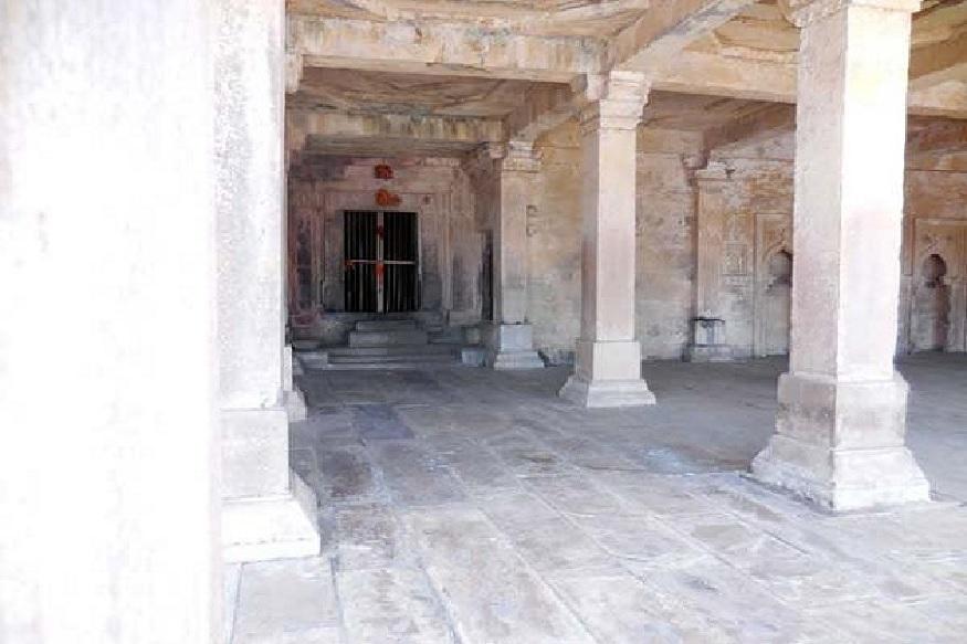 महाशिवरात्रि पर ही इस मंदिर के पट आम लोगों के लिए खोले जाते हैं. इस दौरान यहां पर खास मेले का भी आयोजन किया जाता है. जो यहां के लोगों के लिए विशेष महत्व रखता है.