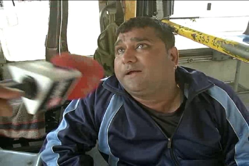 एक जेबकतरा बस से भाग निकला, लेकिन पकड़े गए जेबकतरे के पास दो पर्स थे और उसने एक पर्स उन्हें देने की भी कोशिश की, मगर उन्होंने पर्स नहीं लिया.
