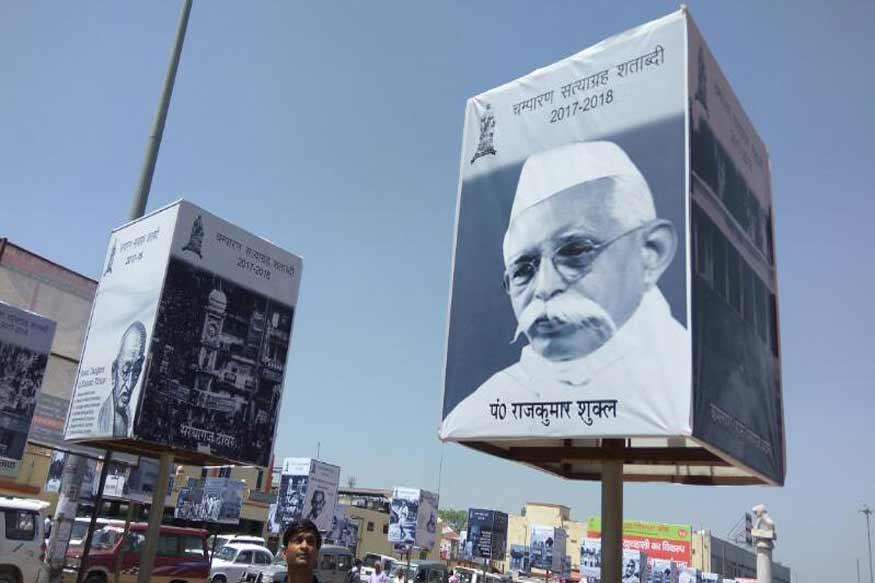 बैनर पोस्टर में राजुकमार की जगह किसी और की तस्वीर ( news18)
