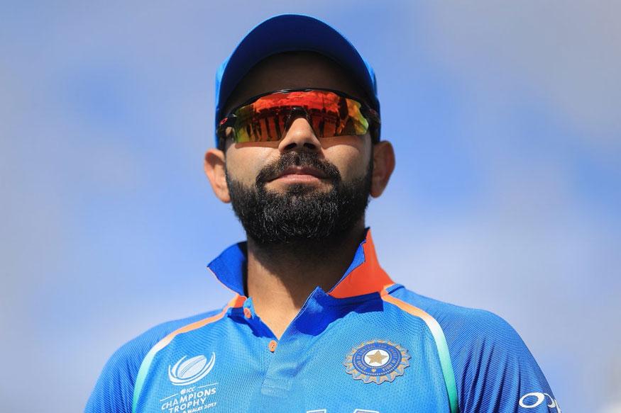 टीम इंडिया के कप्तान विराट कोहली हर दिन सफलता की नई बुलंदियों को छू रहे हैं. जितनी तेज़ी वो क्रिकेट के मैदान पर रिकॉर्ड बना रहे हैं, उतनी ही तेज़ी से मैदान के बार भी कई रिकॉर्ड अपने नाम कर रहे हैं. (Image Source: Twitter)
