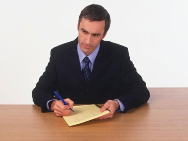 दूसरा काम: ऑफिस छोड़ने के 10 मिनिट पहले आप उन मीटिंग की लिस्ट निकालें जो बहुत जरूरी नहीं है. आप चाहें तो इसे आपकी सुविधा अनुसार प्लान कर सकते हैं. यह आदत आपके अगले दिन का टाइम मैनेज तो करेगी ही बल्कि इससे टाइम सेविंग भी होगी.