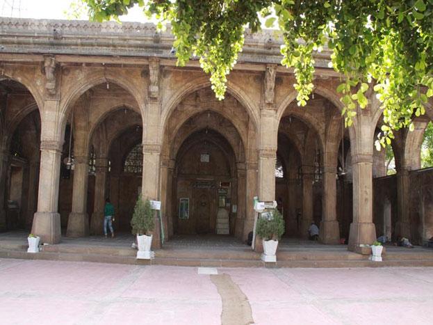 दरअसल, अहमदाबाद की सीदी सैयद मस्जिद सीदी सैयद की जाली के नाम से जानी जाती है. 15वीं शताब्दी में निर्मित यह मस्जिद नक्काशी और स्थापत्य कला के लिए प्रसिद्ध है.