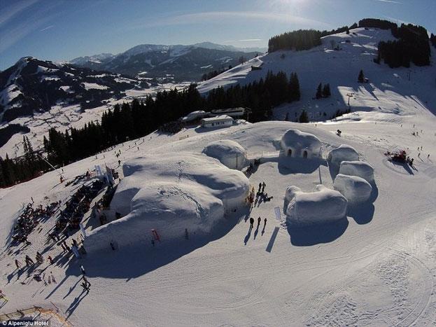 ये तस्वीर अल्पेंइग्लू होटल की है, जो ऑस्ट्रिया के हॉचब्रिक्सेन स्थित अल्पेंइग्लू गांव में है.