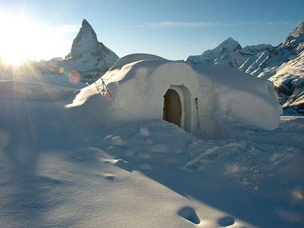 ये तस्वीर स्विट्जरलैंड के इग्लू डॉर्फ की है, जो सर्दियों में तोहफे की तरह है. (Photo: iglu-dorf.com)
