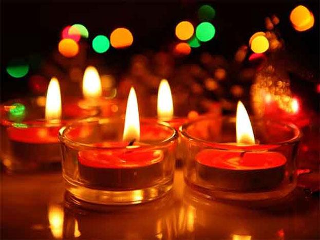 दीपावली को एक हफ्ते से भी कम समय बचा है. इस साल 19 अक्टूबर की दीपावली है. आइए आपको बताते हैं दिवाली के पांच दिवसीय त्योहार में आप कैसे अपनी सेहत का ख्याल रख सकते हैं.