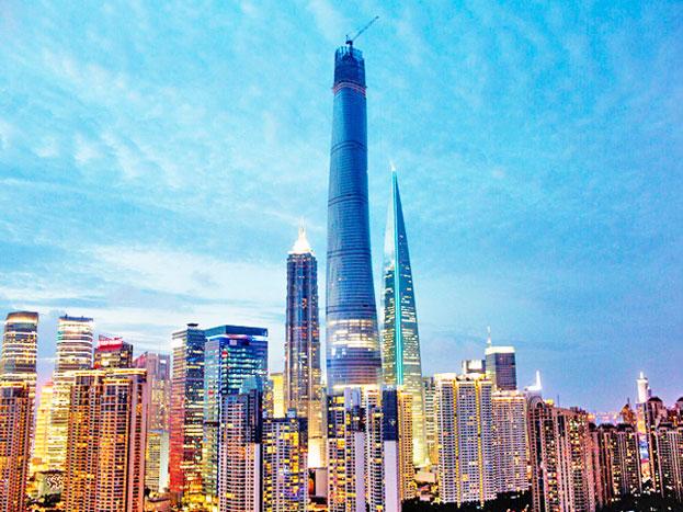 मक्का रॉयल क्लॉक टावर: यह टावर सऊदी अरब के विश्व प्रसिद्ध मक्का शहर में है. 1,972 फीट ऊंचे इस टावर का निर्माण 2012 में हुआ था.
