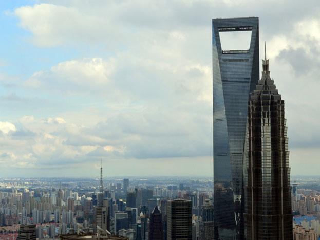 शंघाई वर्ल्ड फाइनैंशल सेंटर: यह इमारत भी चीन के शंघाई शहर में है. इसकी ऊंचाई 1,614 फीट है. इसे 2008 में बनाया गया था.