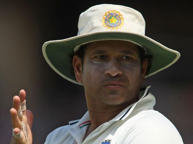 सचिन तेंदुलकर: आखिरी बार 2013 में तेंदुलकर को अपने घरेलू मैदान मुंबई के वानखेडे स्टेडियम में आखिरी टेस्ट खेलने का मौका मिला था.