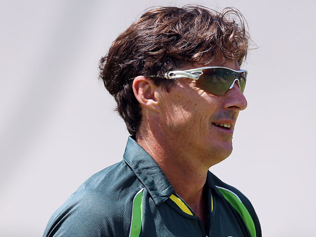 ऑस्ट्रेलिया के 43 साल के 'युवा' स्पिनर ब्रैड हॉग ने 50 साल की उम्र तक खेलने की इच्छा कुछ ही दिनों पहले जता चुके हैं और नेहरा ने भी हाल ही में एक इटंरव्यू में कहा था कि वो 40 साल तक कम से कम क्रिकेट खेलना चाहतें हैं.
