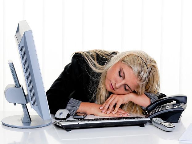 हमेशा थकान रहना- काम करने के दौरान या बाद में थकान होना आम बात है, लेकिन हमेशा थकान बनी रहती है तो यह संकेत है कि आपको अपनी सेहत पर ध्यान देने और चेकअप करवाने की जरूरत है. टाइप-2 डायबिटीज में मरीज का शुगर लेवल कुछ समय के लिए बढ़ जाता है, तो इसके लक्षण धीरे-धीरे नजर आते हैं.