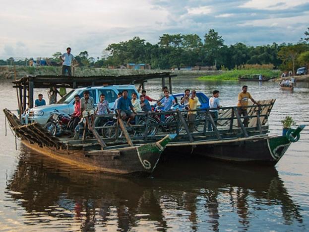 माजुली आइलैंड: माजुली आइलैंड ब्रम्हपुत्र नदी का हिस्सा है. यह नदियों पर बसे सबसे बड़े आइलैंड्स में से एक है. गुवाहाटी से यहां आना बेहद आसान है. असमिया संस्कृति की झलक इस आइलैंड पर आपको मिल सकती है.