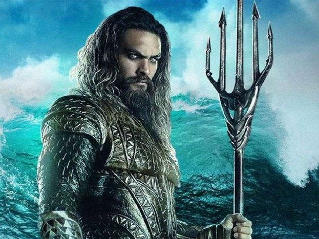 एक्वामैन: समुद्र के अन्दर की दुनिया ही अलग होती है. इस दुनिया का शहंशाह है एक्वाममैन. वो मछलियों से बात कर सकता है. उसके पास एक त्रिशूलनुमा हथियार है.