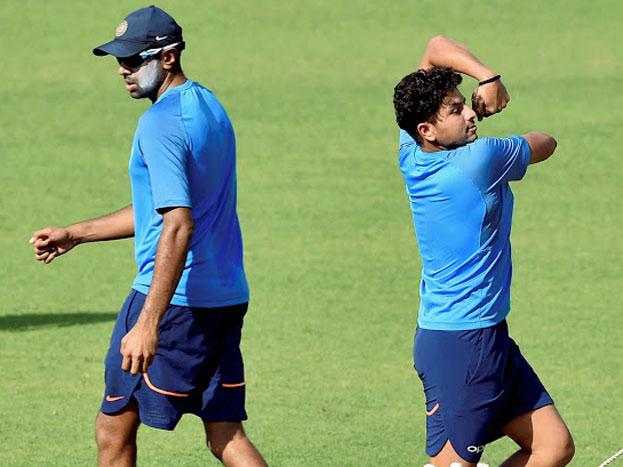 सौराष्ट्र की रणजी टीम का हिस्सा रवींद्र जडेजा और चेतेश्वर पुजारा ने भी भारतीय टीम के साथ अभ्यास किया. यह दोनों हाल ही में रणजी ट्रॉफी में गुजरात के खिलाफ पांचवें राउंड का मैच खेल कर लौटे हैं. भारतीय बल्लेबाज़ों ने इस सेशन में रिवर्स स्वीप का अभ्यास भी किया.