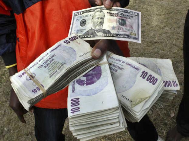ऐसे बदलते गए देश के हालात:1980 से लेकर अप्रैल 2009 तक जिम्बाब्वे की करेंसी जिम्बाबवियन डॉलर थी. उससे पहले यहां की करेंसी रोडेशियन डॉलर थी. फिलहाल इस देश में कई देशों की करेंसी का इस्तेमाल होता है, जैसे साउथ अफ्रीका का रैंड,जापानी येन,चाइनीज युआन,ऑस्ट्रेलियाई और अमेरिकीडॉलर. इसके अलावा यहां भारतीय करेंसी का भी इस्तेमाल होता है. इस देश में काफी महंगाई थी. इस कारण से यहां लोगों को एक पैकेट ब्रेड के लिए भी लाखों रुपए खर्च करने पड़ते थे.