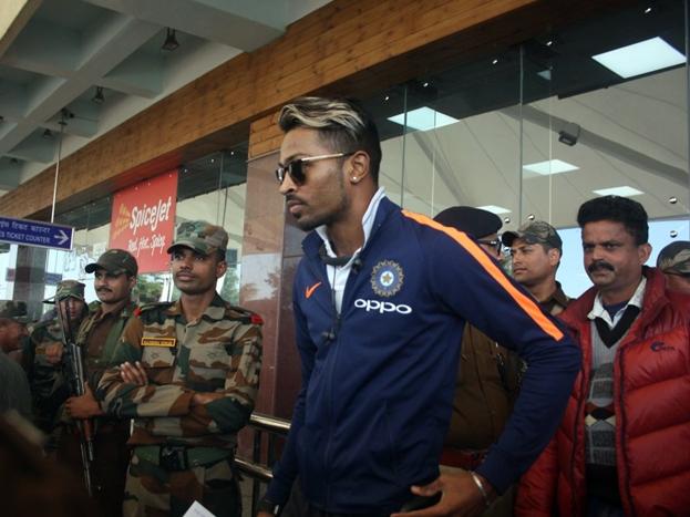 भारत और श्रीलंका के बीच धर्मशाला स्टेडियम में दस दिसंबर को तीन मैचों की एकदिवसीय श्रृंखला का पहला मुकाबला खेला जाएगा. हाल ही में खत्म हुई टेस्ट श्रृंखला में भारत ने श्रीलंका को 1-0 से मात दी है.