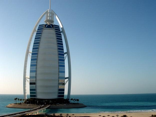 बुर्ज, दुबई.<br /> ये दुनिया के सबसे बेहतरीन होटलों में से एक है. यहां दुनिया के सबसे अमीर लोग आते है. यहां एक रात ठहरने के लिए आपको 7,74,180 रुपए खर्च करने पड़ सकते हैं.