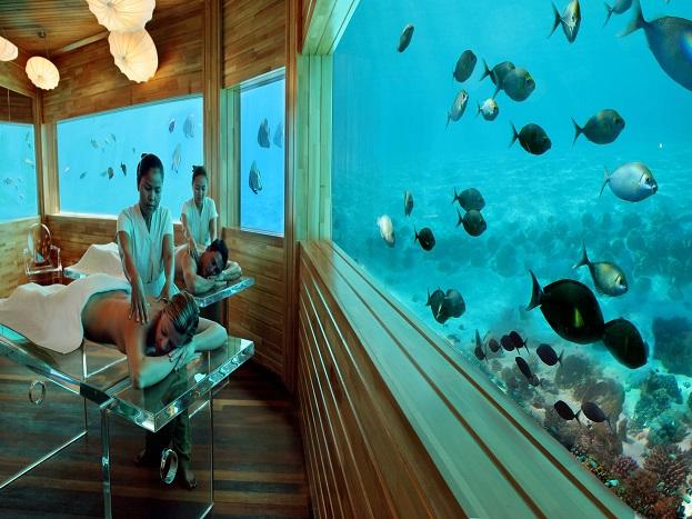 हुवाफेन फुशी:हुवाफेन फुशी मालदीव का मशहूर अंडरवाटर होटल है. इस होटल की खास बात ये है कि इसका निर्माण पानी के अंदर बेहद खूबसूरत तरीके से किया गया है.