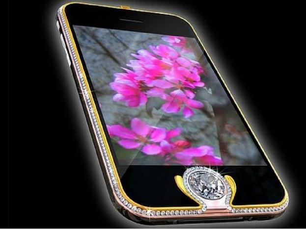 <strong>आईफोन 3जी किंग बटन</strong><br />इस फोन के होम बटन पर 6.6 कैरेट का हीरा लगा हुआ है. इस फोन के चारो तरफ 138 हीरे लगे हुए हैं. इसके चारो तरफ यलो और व्हाइट गोल्ड भी लगा हुआ है. इस फोन की कीमत लगभग 12 करोड़ है.