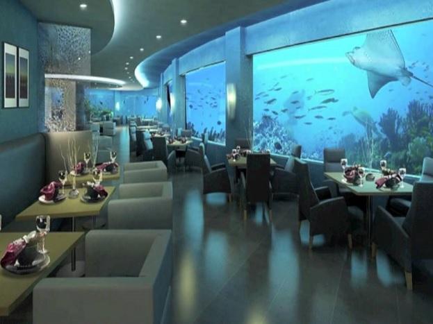 क्रिसेंट हाइड्रोपोलिस, दुबई:क्रिसेंट हाइड्रोपोलिस दुबई का मशहूर अंडरवाटर होटल है. इस होटलमें कमरों से लेकर डाइनिंग एरिया, मीटिंग हॉल और इनडोर गेमिंग एरिया तक सभी कुछ ग्लास से बना है.