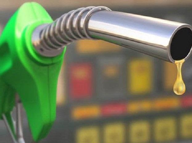 (4) कुवैत में एक लीटर पेट्रोल की कीमत 24.46 रुपए है. कुवैत भी अपनी जरूरत से काफी अधिक क्रूड का उत्पादन करता है. इसलिए यह क्रूड का निर्यात करता है.