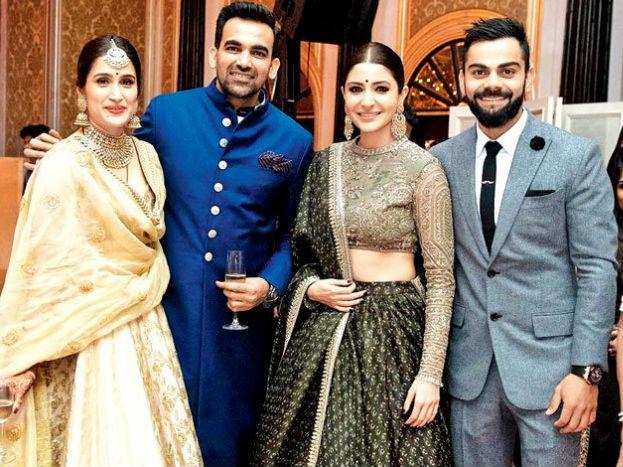 ज़हीर खान और सागरिका घाटगे के रिसेप्शन में दोनों की मौजूदगी भी कौतूहल का विषय बनी रही. मुंबई के ताज होटल में वैसे तो बॉलीवुड, क्रिकेट और राजनीति से संबंधित तमाम हस्तियां मौजूद थी लेकिन हर किसी की नज़र 'विरुष्का' की जोड़ी पर थी. दोनों डांस फ्लोर पर भी जमकर थिरके.