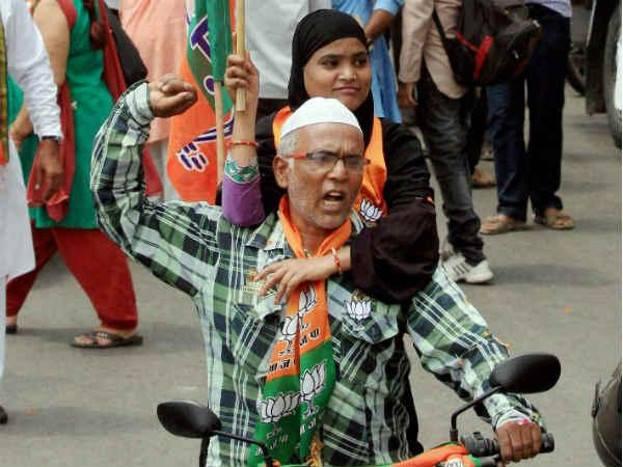 बीजेपी विधायक सुरेंद्र सिंह ने दावा किया कि वर्ष 2024 में राष्ट्रीय स्वयंसेवक संघ की स्थापना के 100 साल पूरे होने पर भारत हिंदू राष्ट्र बनेगा. आगे देखें बीजेपी विधायक का मुसलमानों के लेकर दिया बयान