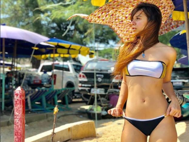 बेनफ्शा की ये तस्वीरें उनके थाइलैंड हॉलिडे की हैं. वह 'रोडीज' की एक्स-कंटेस्टेंट वरुण सूद को डेट कर रही हैं. >> कौन हैं बेनफ्शा सूनावाला...