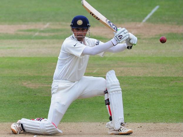 अपने शानदार खेल की वजह से मिस्टर भरोसेमंद का उपनाम हासिल करने वाले राहुल द्रविड़ ने लगातार 94 टेस्ट खेले हैं. उन्होंने 93 टेस्ट भारत के लिए तो एक आईसीसी इलेवन के लिए खेला है. वह सुनील गावस्कर (106) के बाद ऐसा करने वाले दूसरे भारतीय खिलाड़ी हैं. वर्ल्ड रिकॉर्ड एलन बॉर्डर (153) के नाम है.
