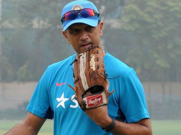 द्रविड़ ने 509 इंटरनेशनल मैचों में 24208 रन बनाए हैं. वह सचिन तेंदुलकर 34357 (मैच 664) के बाद सबसे सफल दूसरे भारतीय बल्लेबाज़ हैं.