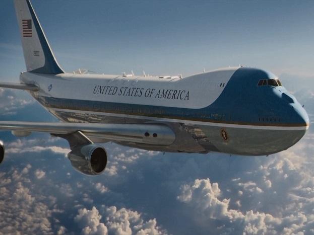 यह विमान आसमान में ही ईंधन लेने की क्षमता से लैस है. विमान के पिछले हिस्से में कमांडो और सीक्रेट सर्विस अफसरों के ठहरने की जगह होती है, जहां 85 फोन लाइन और 19 टीवी सैट मौजूद हैं.