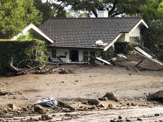 स्थानीय प्रशासन ने करीब 30 हज़ार लोगों को घर छोड़ने के आदेश दिए गए हैं.<strong>(image credit: AP)</strong>