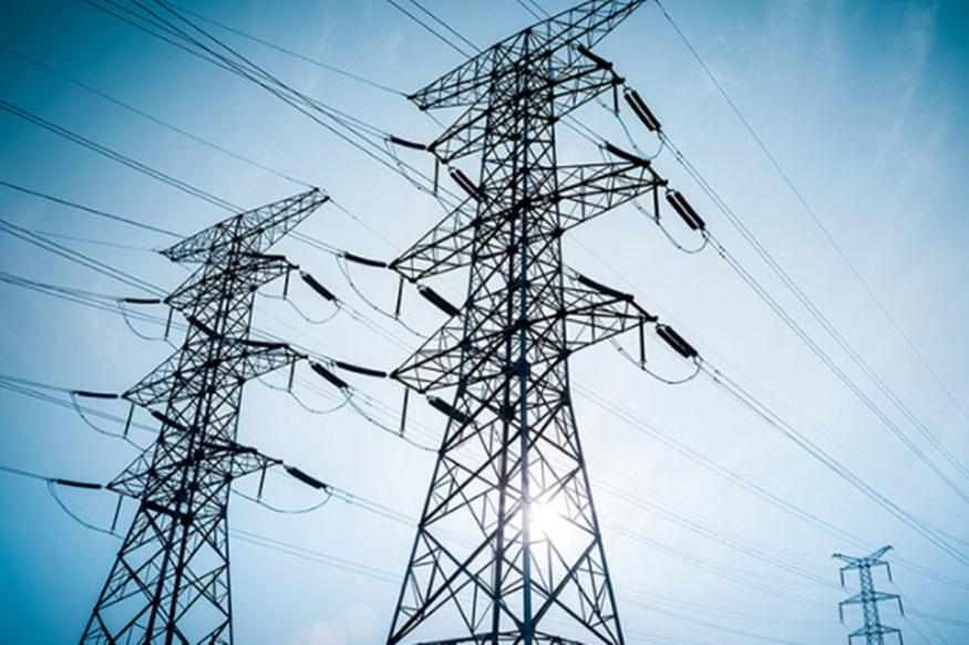 आम लोगों के लिए ये खबर किसी सदमे से कम नहीं है कि गर्मी आते ही बिजली महंगी होने वाली है, क्योंकि सर्दी के मुकाबले गर्मी में बिजली की खपत बढ़ जाती है. इसकी वजह से गर्मी में बिजली के दाम बढ़ने से लोगों की जेब पर ज्यादा फर्क पड़ेगा. अगली स्लाइड में जानें किस वजह से बढ़ने वाले हैं बिजली के दाम.