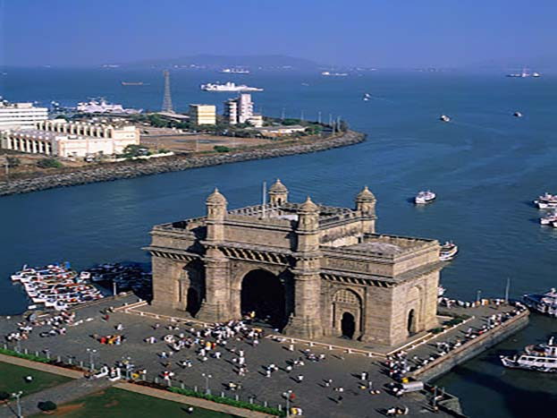 मुंबई का सबसे प्रतिष्ठित लैंडमार्क, गेटवे ऑफ इंडिया की ये तस्वीर है.<strong>(Image: Yash Shevkar/dronestagram)</strong>