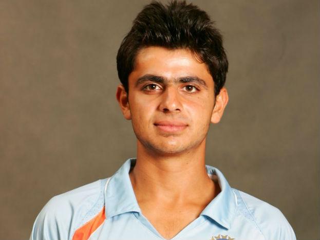 विराट कोहली की कप्तानी में मिली जीत में तरूवर कोहली ने भी छह मैच में 218 रन बनाकर ख़ास सहयोग दिया था. इस युवा से भी सभी को बहुत उम्मीदें थी लेकिन ये भी रणजी से आगे नहीं जा सकता.
