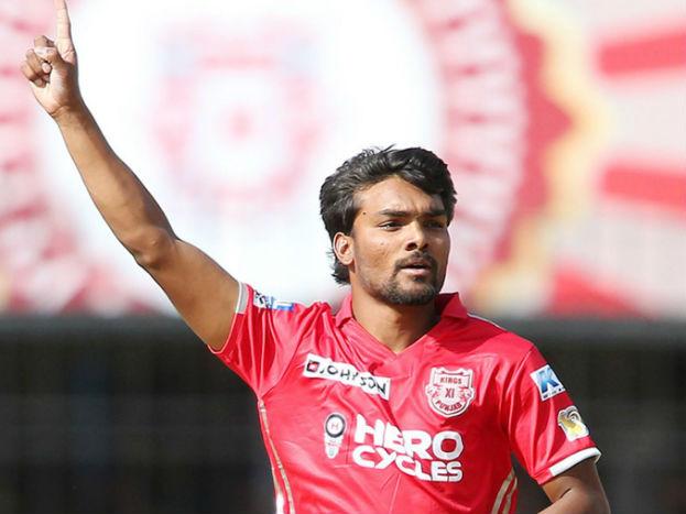 पंजाब के युवा तेज़ गेंदबाज़ संदीप शर्मा भी अंडर-19 क्रिकेट वर्ल्ड कप से उभरकर आये खिलाड़ी हैं. इस युवा ने 2015 में टीम इंडिया के लिए दो इंटरनेशनल मैच भी खेले हैं. लेकिन अब ऐसा लगता है कि संदीप का सफर भी रणजी और आईपीएल के इर्दगिर्द खत्म हो जाएगा.