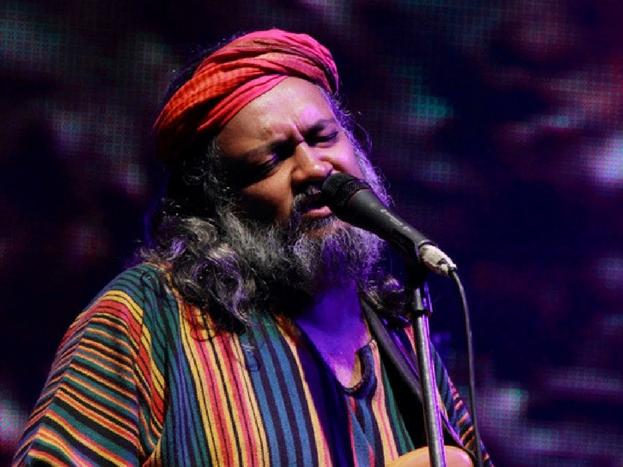 राहुल राम: संगीतकार और सोशल एक्टिविस्ट राहुल राम का कहना है कि राष्ट्रगान तो बचपन से हमारे साथ रहा है, अब अचानक उसे लोगों पर थोपने की क्या जरुरत है. हम देशभक्त हैं और वो हममें भीतर से आएगा, उसके लिए किसी बाहरी दिखावे की जरूरत नहीं. देश का निर्माण हो चुका है, अब विकास जरूरी है.