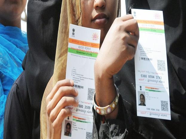 (6) UIDAI के अनुसार, सत्यापन करनेवाली एजेंसियां कार्डधारक के बदले वर्चुअल आईडी नहीं बना सकतीं.