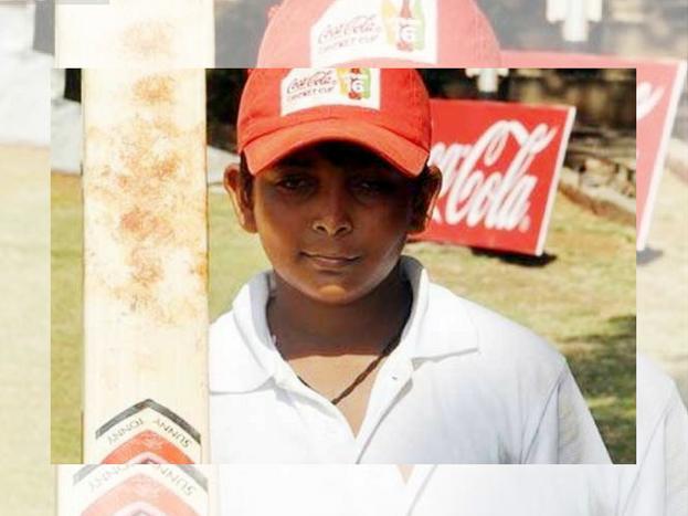 पृथ्वी जब 4 साल के थे तब ही मां का निधन हो गया था. वे 3 साल की उम्र से क्रिकेट खेल रहे हैं. पृथ्वी का बचपन मुंबई में गुजरा. उन्होंने यहां के आजाद मैदान में क्रिकेट खेलना शुरू किया था. वे तब से क्रिकेट खेल रहे हैं जब उनकी लंबाई क्रिकेट के स्टम्प्स से भी कम थी.