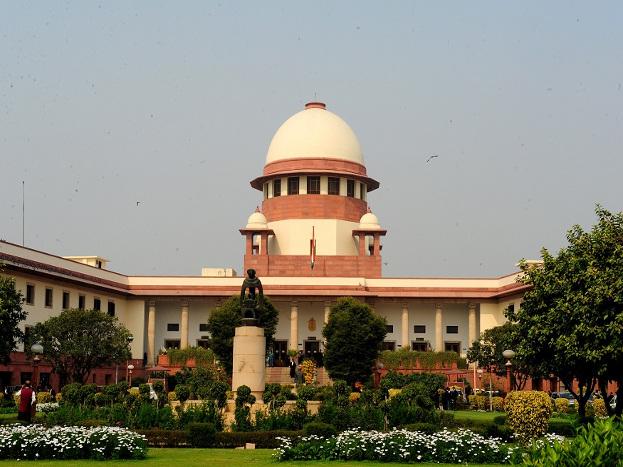 देश की सर्वौच्च अदालत अपने ऐतिहासिक फैसलों से और आदेशों से जनता के मन में अपनी एक छवि बना चुकी है. आज आम जनता का सबसे ज्यादा विश्वास देश की इसी माननीय सर्वौच्च अदालत पर ही टिका है. लेकिन 12 जनवरी का 2018 का दिन भारतीय न्याय व्यवस्था के इतिहास में एक बड़े विवाद के चलते दर्ज हो गया. आइए जानते हैं क्या है सुप्रीम कोर्ट का पूरा विवाद.