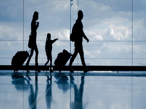 (1) विदेशी यात्रा: अगर आप अक्सर विदेश यात्रा पर जाते हैं और आप इनकम टैक्स रिटर्न फाइल नहीं करते हैं तो सरकार तो आप सरकार की नजर में आ सकते हैं. इनकम टैक्स डिपार्टमेंट ऐसे लागों का ब्यौरा भी रखता है तो अक्सर विदेश यात्रा करते हैं. ऐसे में सरकार आपसे पूछ सकती है कि आपकी सालाना इनकम कितनी है और आप इनकम टैक्स रिटर्न क्यों नहीं फाइल कर रहे हैं.