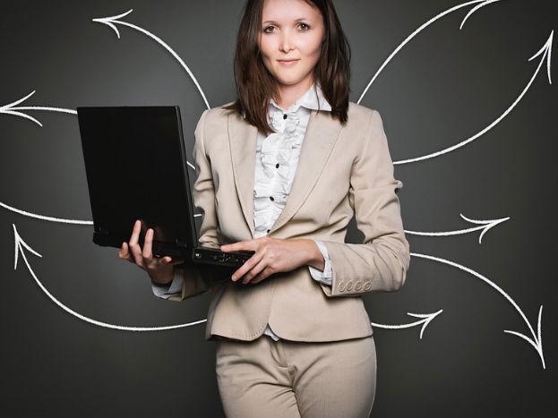 महिलाएं समाज की सोच को बदलते हुए लोगों को अहसास दिला सकती हैं कि पीरियड्स के बारे में बात करना बहुत ही नॉर्मल है. ऐसे में वे अगर पीरियड्स पर डिबेट करना चाहें तो इसे भी बढ़ावा दे सकती हैं. Pic credit: pexels.com