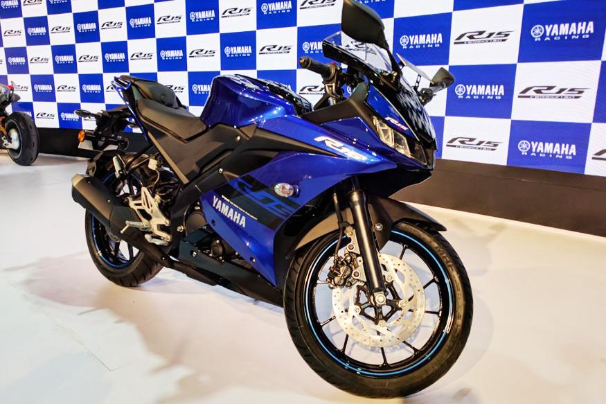 जापानी मैन्यूफेक्चर्र यामाहा ने ऑटो एक्सपो में R15 v3.0 बाइक लॉन्च की है. इस बाइक की एक्सशोरूम कीमत 1.25 लाख रुपये है. (फोटो: News18)