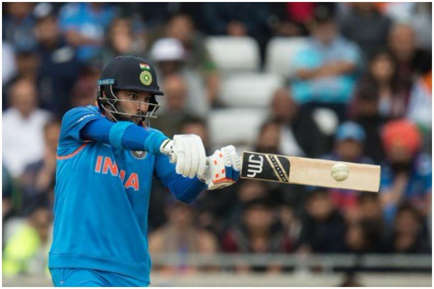 युवराज सिंह ने जनवरी, 2017 में टीम इंडिया में वापसी की थी. तीन साल बाद वापसी कर रहे युवराज सिंह ने 11 मैच खेले, जिसमें इंग्लैंड में खेली गई चैंपियंस ट्रॉफी के मैच भी शामिल थे. हालांकि वेस्टइंडीज वनडे सीरीज के बाद उन्हें टीम से बाहर कर दिया गया और अभी तक टीम इंडिया में युवी की वापसी नहीं हुई है. मगर युवराज सिंह ने हार नहीं मानी है. वो फिटनेस पर मेहनत कर रहे हैं और उन्होंने यो-यो टेस्ट भी पास किया है. युवराज सिंह आईपीएल 11 में किंग्स इलेवन पंजाब के लिए खेलते नजर आएंगे.