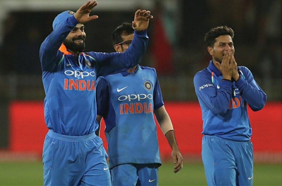 टीम इंडिया को इस कारनामे को करने में कोई दिक्कत भी नहीं आएगी. क्योंकि उसने मौजूदा वनडे सीरीज में साउथ अफ्रीका को हर मोर्चे पर हराया है. बल्लेबाजी, गेंदबाजी और फील्डिंग हर तौर पर विराट की सेना ने गजब का प्रदर्शन दिखाया है. यही वजह है कि अपने घर पर लगातार 8 वनडे सीरीज जीतने वाली साउथ अफ्रीकी टीम ने भारतीय टीम के सामने घुटने टेक दिेए.