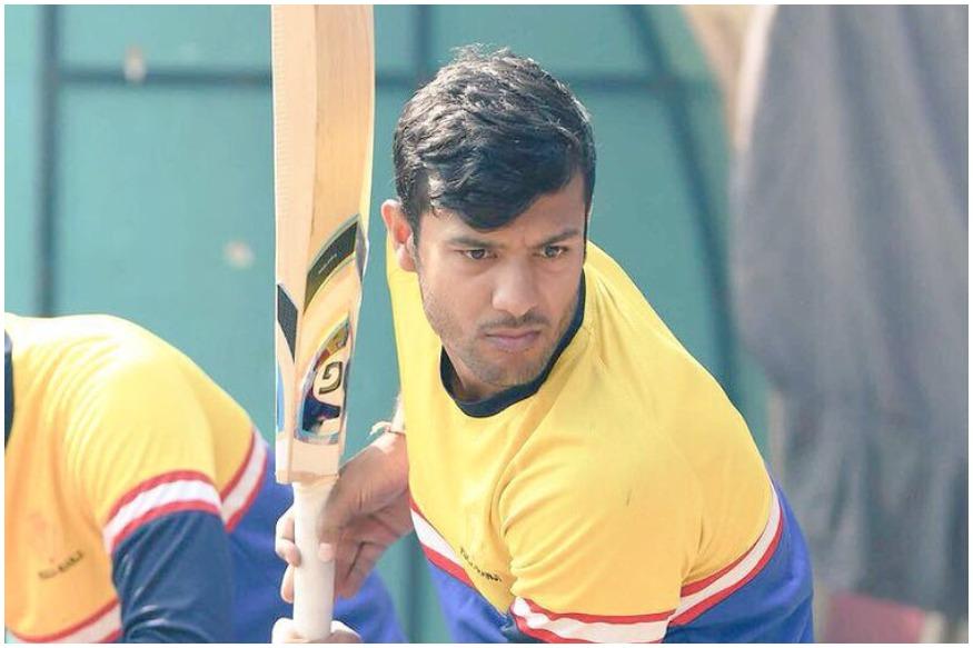 मयंक अग्रवाल के इस धमाकेदार प्रदर्शन के बाद साफ है कि वो हर फॉर्मेट में रन बनाने का दम रखते हैं और श्रीलंका में होने वाली टी20 ट्राई सीरीज के लिए उन्हें टी20 टीम में एंट्री मिल सकती है. गौर करने वाली बात ये भी है कि जब महाराष्ट्र के खिलाफ मयंक अग्रवाल बल्लेबाजी कर रहे थे तो उस दौरान टीम इंडिया के चीफ सेलेक्टर एमएसके प्रसाद भी स्टेडियम में मौजूद थे.