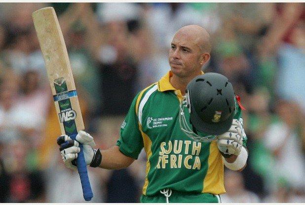 साउथ उफ्रीका के लिए गिब्स ने 248 वनडे मैचों में 21 शतक की सहायता से 8094 रन बनाए हैं और वह तीसरे सफल बल्लेबाज़ हैं. जबकि 90 टेस्ट में उनके नाम 6167 रन दर्ज हैं. टेस्टमें वह अफ्रीका के छठे सफल बल्लेबाज़ हैं. वहीं उन्होंने 23 टी20 मैचों में 400 रन बनाए हैं.