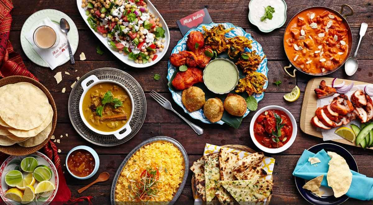 शास्त्रों के अनुसार किस तरह के बर्तनों में भोजन सेहत और किस्मत के लिए फायदेमंद है, आइए जानते हैं.