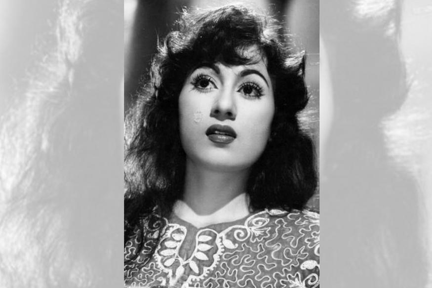 खूबसूरती का दूसरा का नाम मधुबाला आज भी दर्शकों के जेहन में जिंदा हैं. उनकी कजरारी आंखों को आज भी लोग भूला नहीं पाए हैं. लेकिन क्या आप जानते हैं कि फिल्मों में उनकी एंट्री एक मजबूरी की वजह से हुई थी.